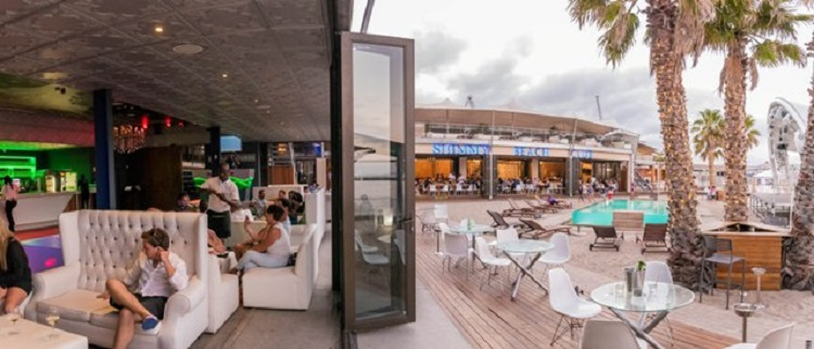 10 Great Ideas for Your Cape Town Christmas Party - Lavish Christmas Buffet at Shimmy Beach Club